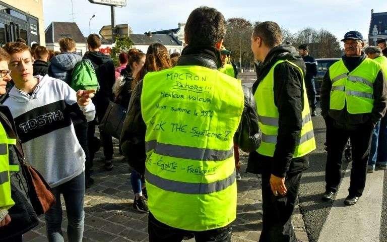 """Gelbwesten bringen """"Präsident der Reichen""""  in Bedrängnis"""